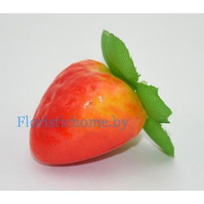Клубника крупная, d 3,5 см х h 4 см, красный-желтый